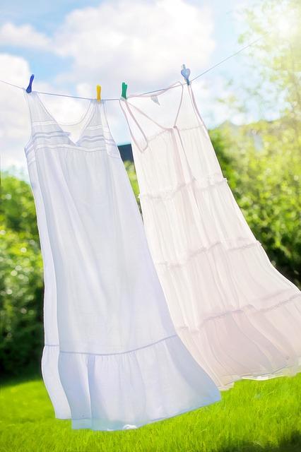 wäsche aufhängen draußen falten
