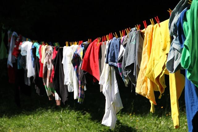 wäschestücke richtig aufhängen wäscheklammern